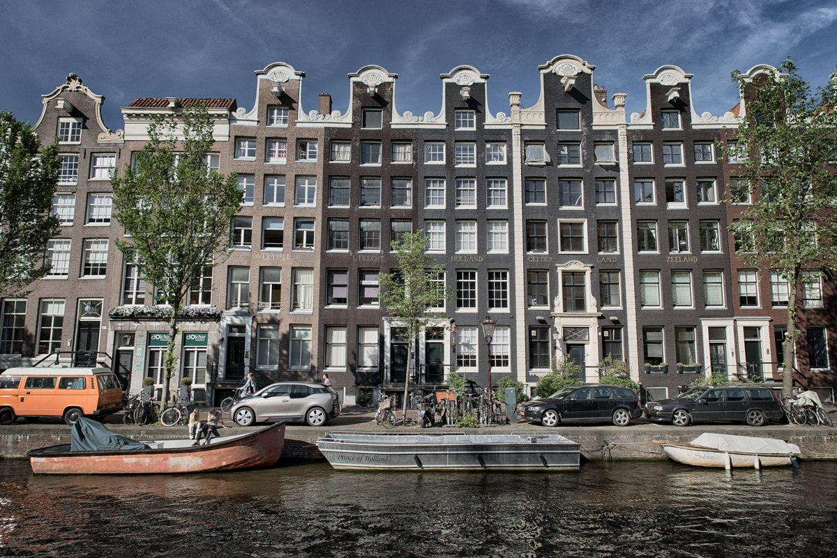 Amsterdam building over canal with boats