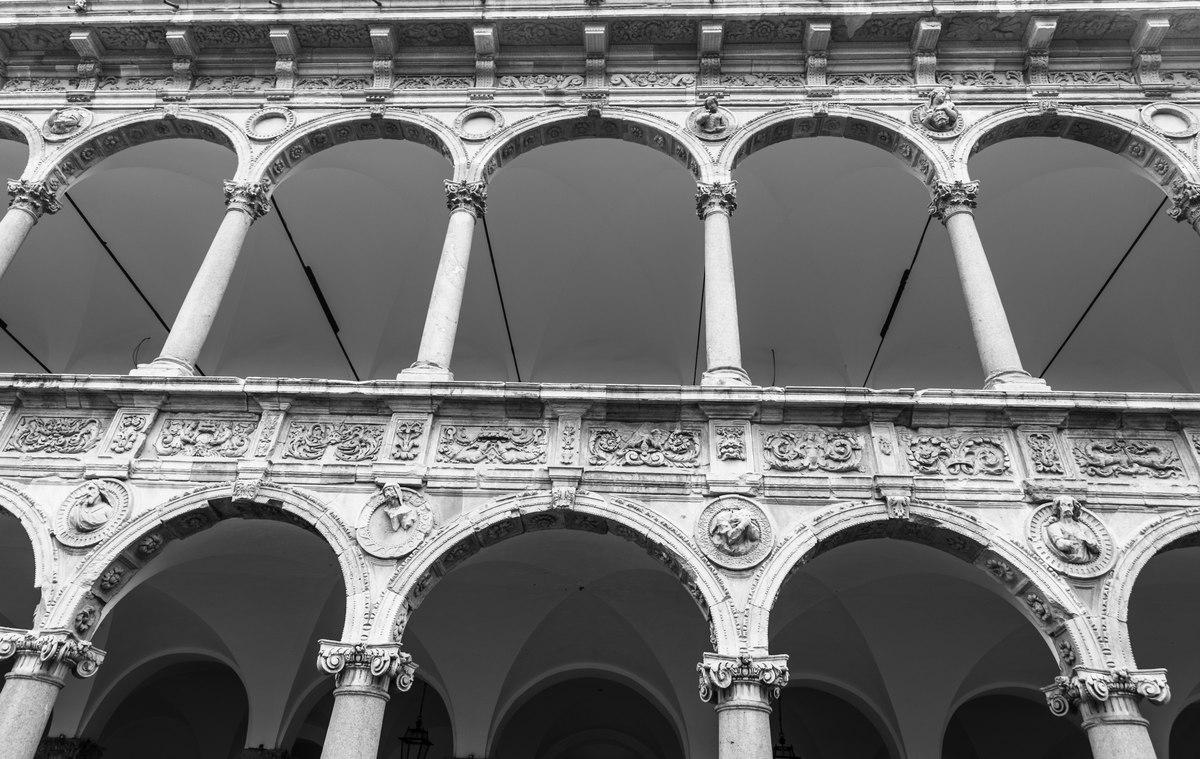 Milan round arches