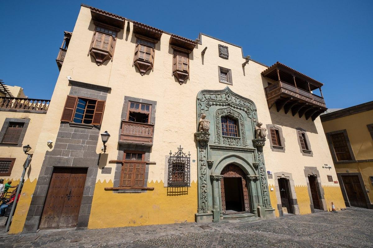 Las Palmas monument house