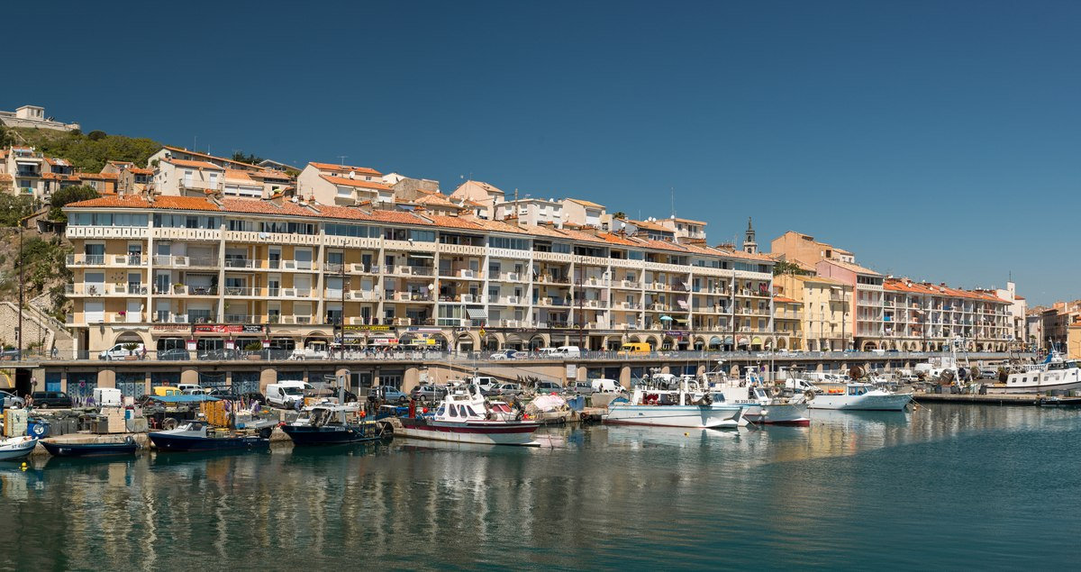 Boats and apartments in Sete